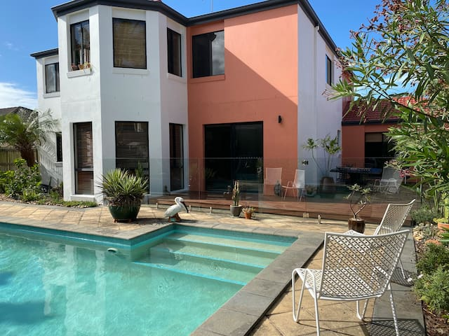 RELAXING BURLEIGH HOME WITH POOL