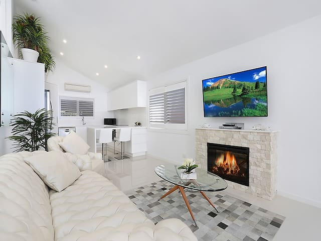 Lux Burleigh Heads Villa