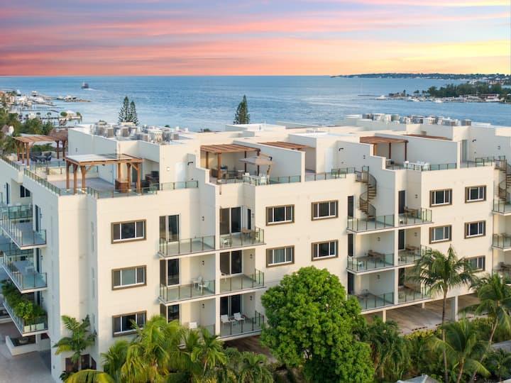 Harbour Breeze-NEW LUXURY Condo on Paradise Island