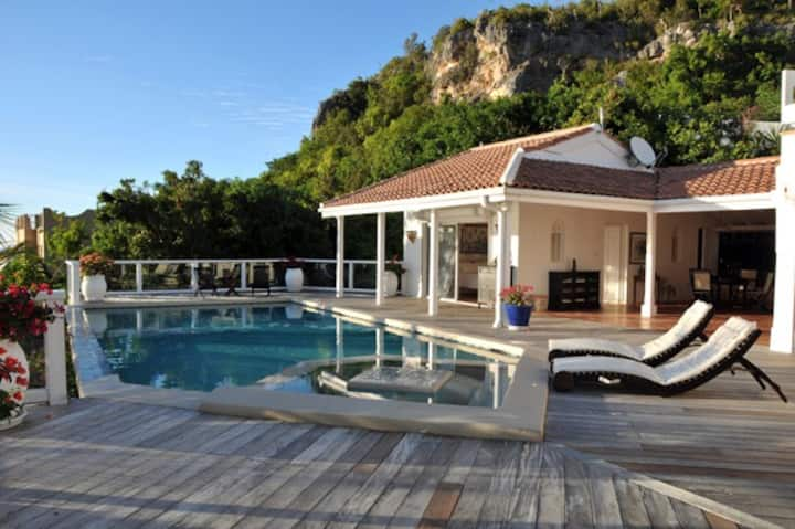Avail for rent! Weekly promo! St Tropez 2 Bed