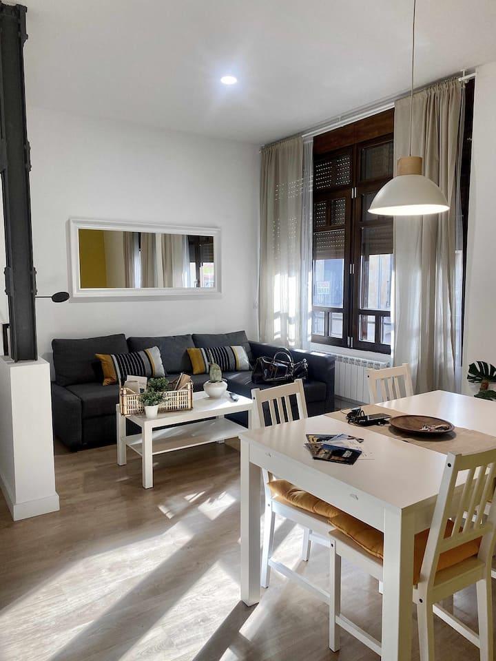 Apartamento moderno, luminoso y céntrico. A un minuto de la Plaza Mayor.