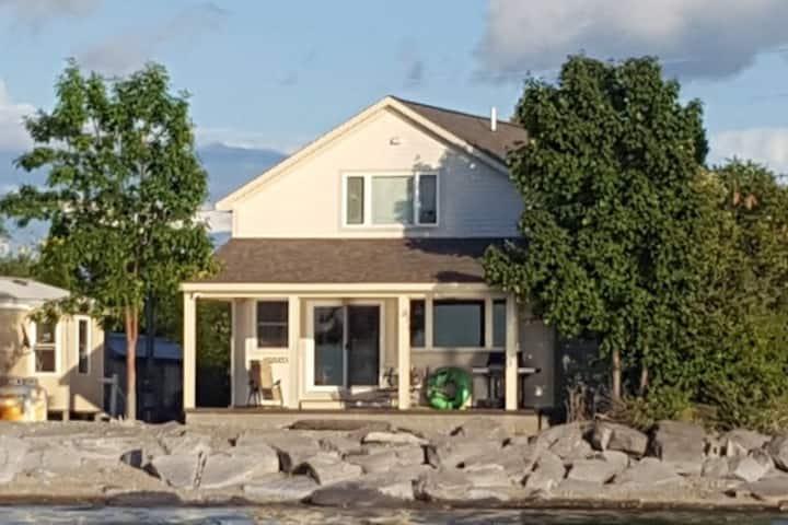 Cute, Quiet, Lake House on Lake Ontario.