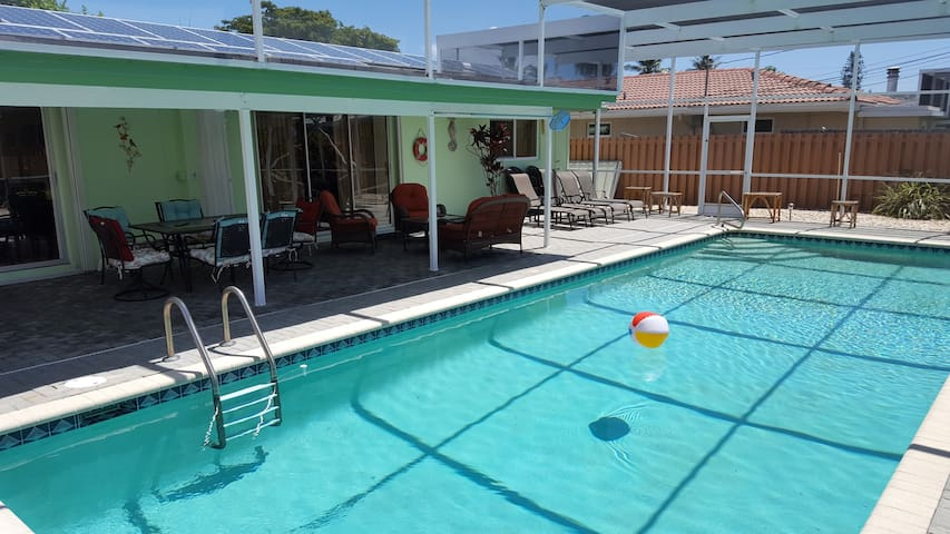Fantastic pool home close to the beach - Lauderdale-by-the-Sea - House