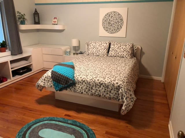 Clean/Comfy Glen Ellyn Room Near Wheaton College