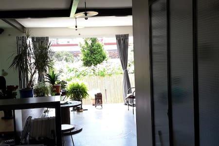 Grand appart calme ensoleillé rdc sur jardin - Les Lilas - Apartament