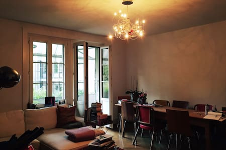 bright room in urban city apt - Wohnung