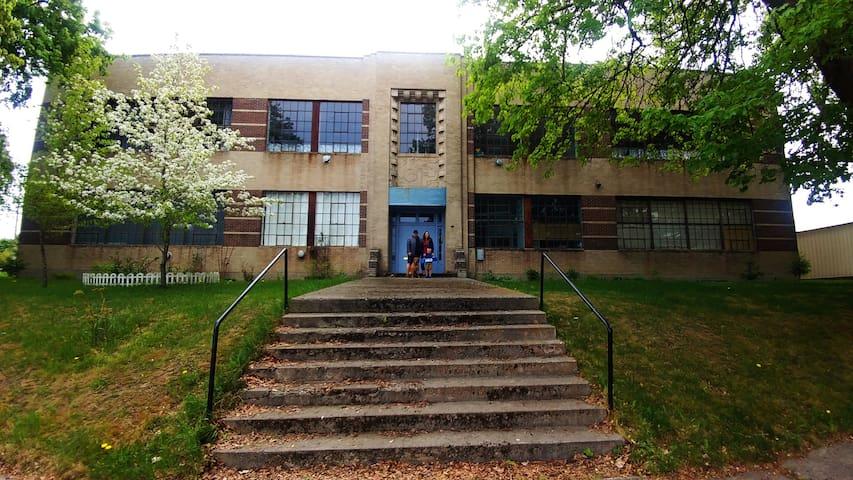 Pine Street School , 1st Grade Room