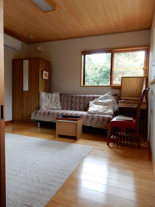 Guest room-1 with a sofa bed facing east. 南東に面した客室。ソファベッドもあります