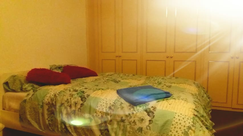 Double spacious BedRoom in peaceful House - Royal Leamington Spa - Aamiaismajoitus