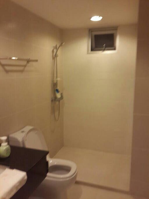 1 Clean Bath room.