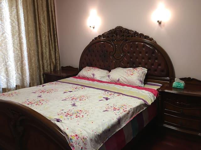 邓小平故居近动车站精装套三河景大床房