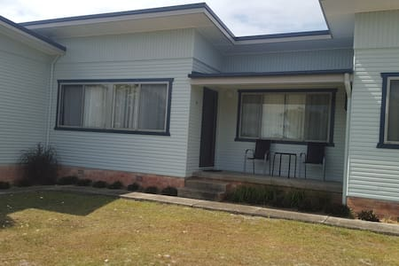 Unit 2 -Clean retro affordable (3 Units available) - South West Rocks - Apartament