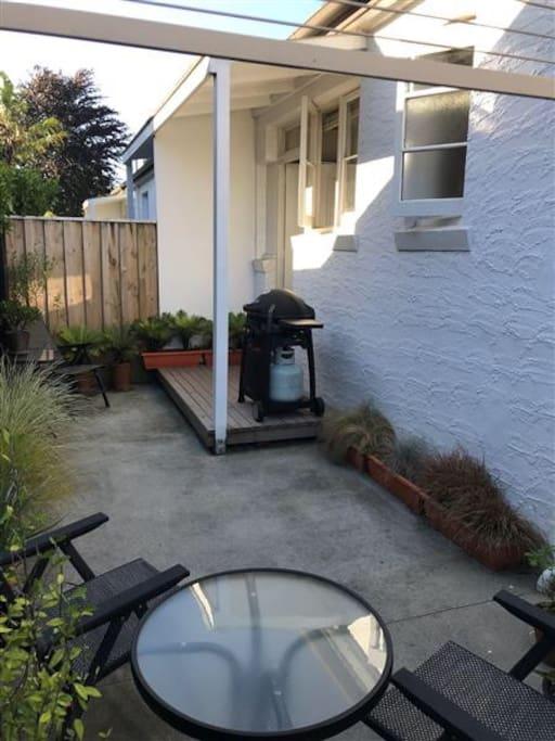 Courtyard garden, great for bbqs .