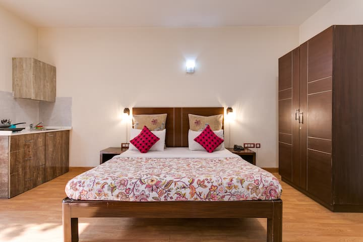 Serviced Room w kitchenette ♥ Golf Course Road