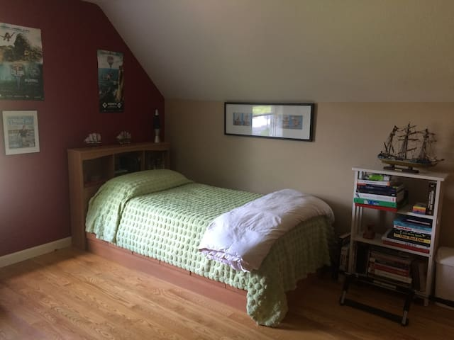 Summertime Fun in Kennebunk! (3 twin beds)
