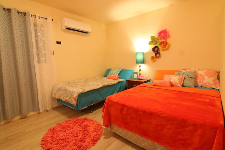 Tumon Apt near Beach, Restaurants, Shops, Hotels - Tumon - Apartment