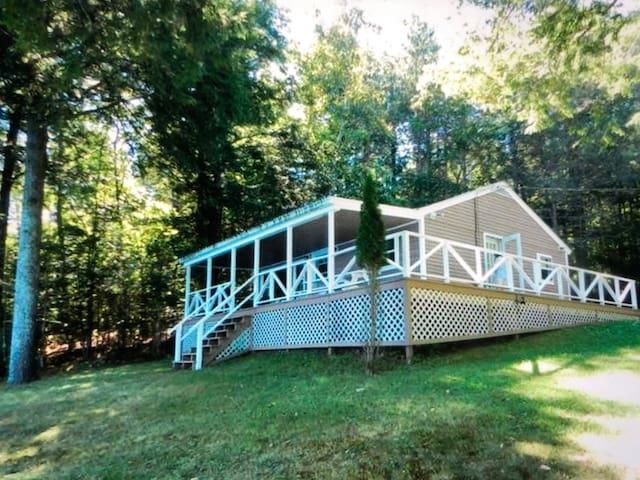 Hidden Acres lake cottage