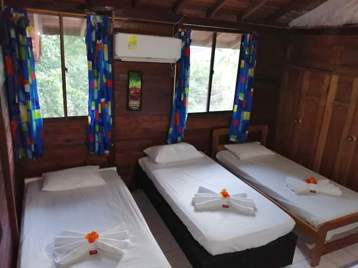 Playa de oro, Sapzurro Room  #101 to 5 pax