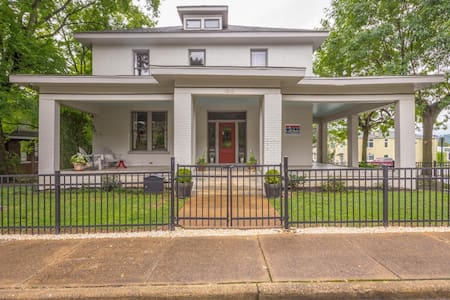 1875 Historical Victorian Mansion 2 mls toDtown - Chattanooga