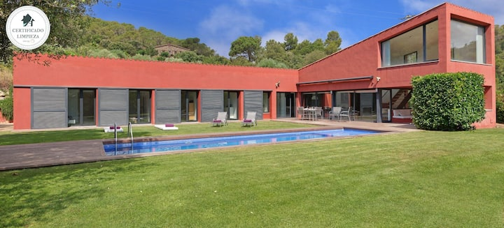 CAN BURJATS-house with swimming pool- Mont-ras -Costa Brava