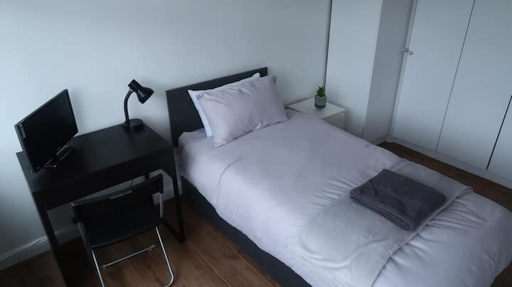 Bright & Airy Large North London Bedroom