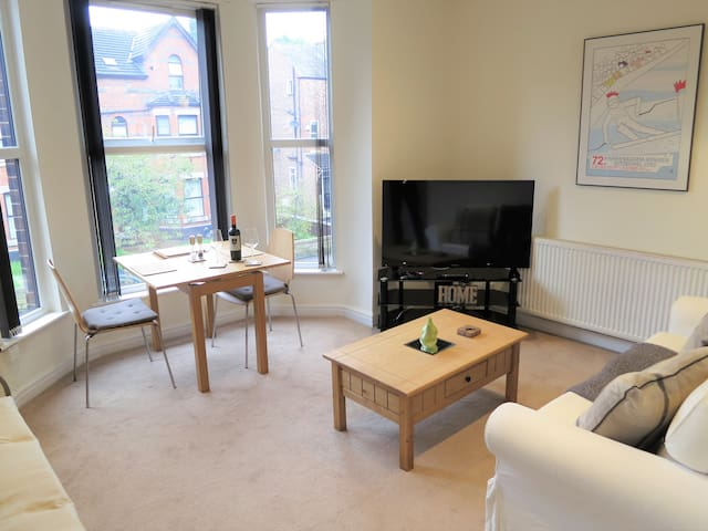 Bright and Spacious 1 Bed Apartment. West Didsbury