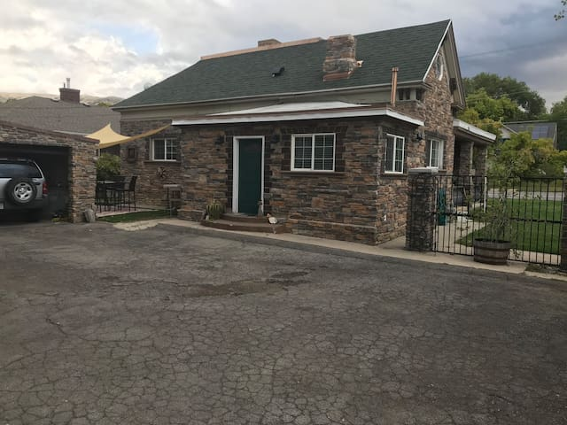 Rockhouse Walking distance from Downtown SLC