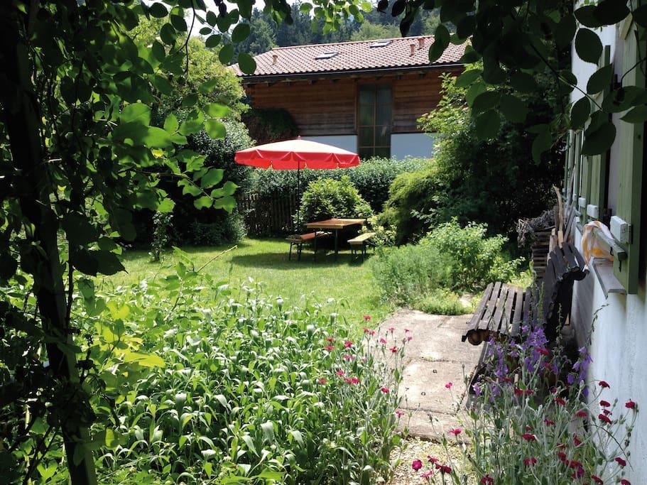 Garten mit Essplatz