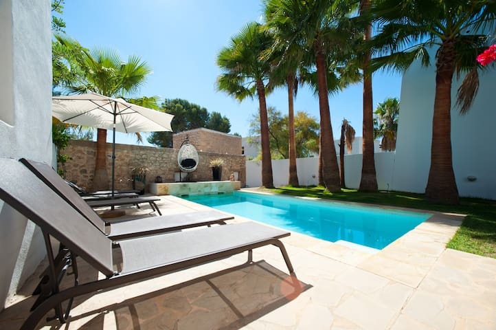 Modern villa close to the town and beach - Santa Eulària des Riu - Casa de camp