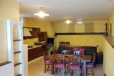 monolocale di 60 mq confortevole - Melpignano - House