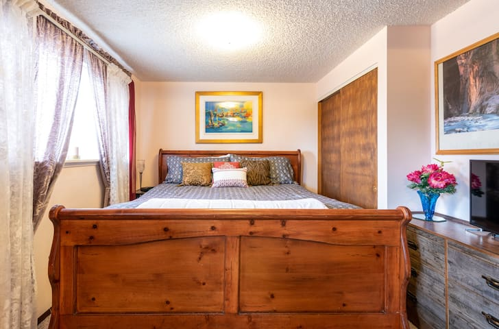 Home Away From Home, Master Bedroom