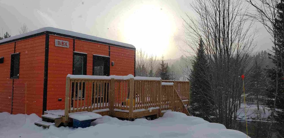 BOREAL PARADISE with SPA - FOXY 1.25hrs from Mtl