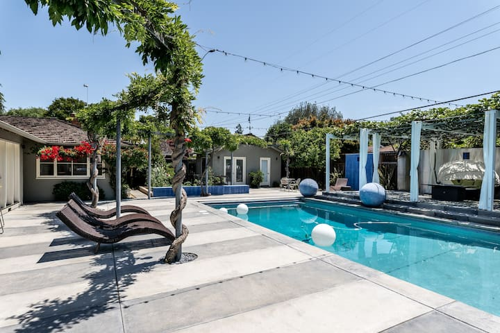 Poolside guest house in Willow Glen