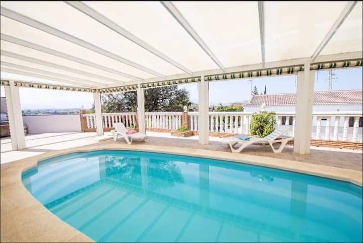 Villa with 3 bedrooms in Cártama, with indoor pool and furnished terrace - 20 km from the beach