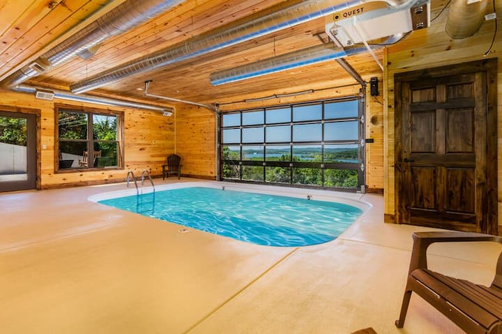 Private indoor swimming pool-Game Rooms-Walk to Lake-Hot Tub-Chateau-On-The-Cove