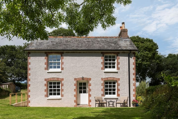 Harraton Cottage. Family & Dog friendly.