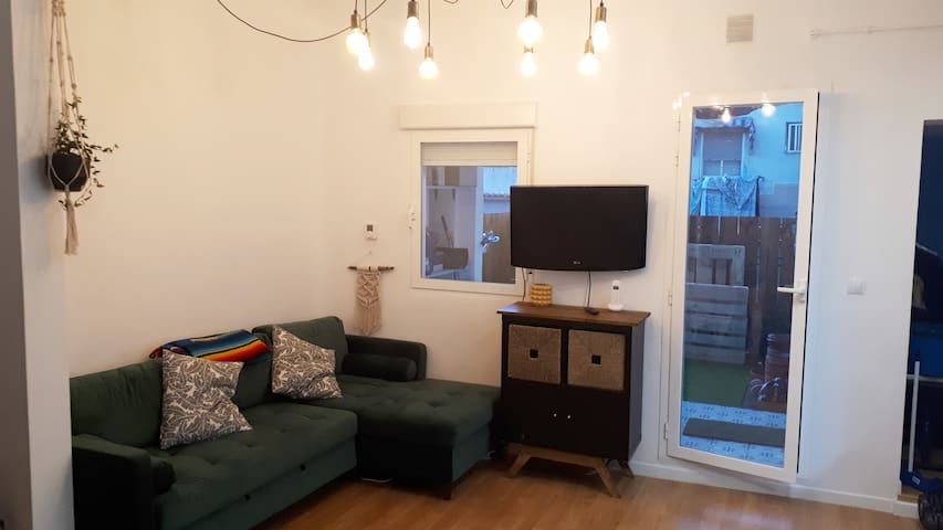 Double bed near subway in renovated apt