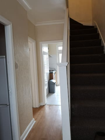 SINGLE BED ROOM @ EDMONTON FOR SHORT STAY