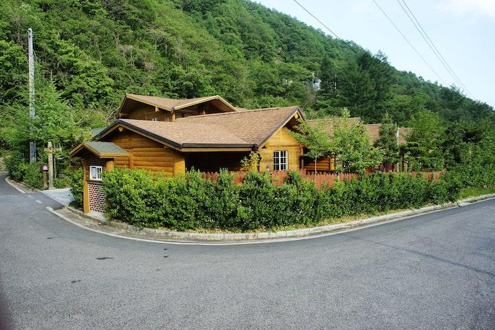 지리산통나무산장백송실