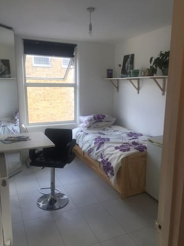 One bed studio Hackney