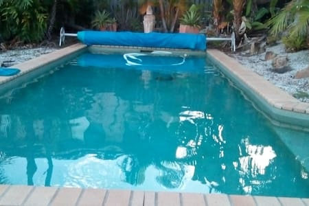 Large house with pool Friendly easy access - Pacific Pines