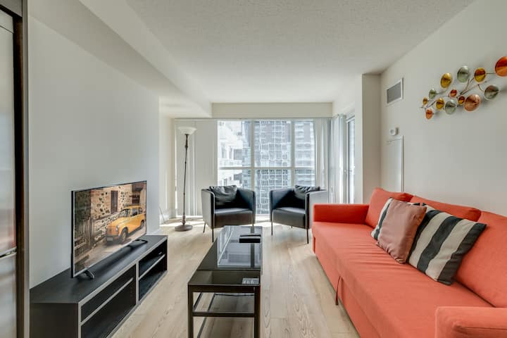 2 Bedroom + Sofabed - Entertainment District Suite