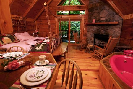 Hot Tub Cabin - Woodsy set- Private