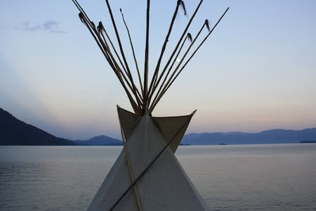 Tipi on private beach - Sandpoint