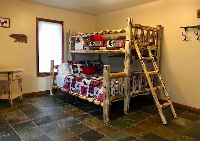Bedroom 3 suite, queen/twin bunk bed, futon, tv, windows and door with golf course view