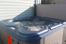 Brand NEW Hot Tub for 2017. 4 Persons MAX