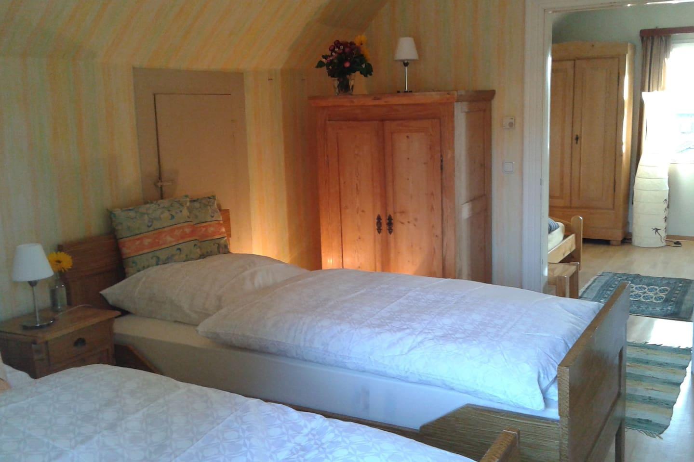 Doppelzimmer mit eigenem Wohnbereich - Apartments for Rent in ...