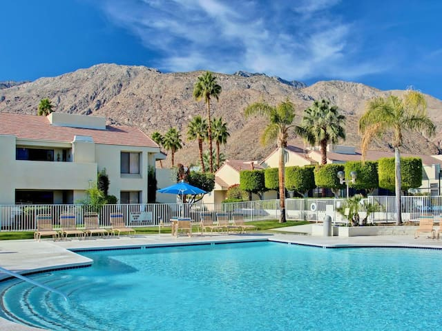Condo in the heart of Palm Springs - 7 Day min