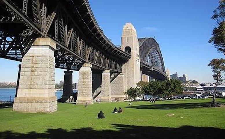 Sydney Harbour Bridge Retreat