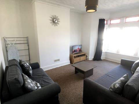 MyCityHaven - spacious 3 bed apartment sleeps 6